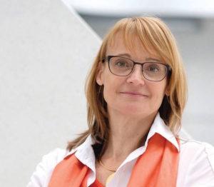 """Die Geschäftsführerin und Wissenschaftliche Direktorin des Nationalen Instituts für Wissenschaftskommunikation, <a href=""""http://www.nawik.de"""" target=""""_blank"""">NaWik</a>, engagiert sich seit über zwei Jahrzehnten in der Wissenschafts-<br>kommunikation. Sie ist Wissenschaftsjournalistin, Social Media-Expertin und Chemikerin. Beatrice Lugger auf <a href=""""https://twitter.com/BLugger"""" target=""""_blank"""">Twitter</a>, <a href=""""https://www.facebook.com/blugger"""" target=""""_blank"""">Facebook</a>, <a href=""""https://www.linkedin.com/in/beatrice-lugger-3a136127?trk=nav_responsive_tab_profile"""" target=""""_blank"""">LinkedIn</a>. Foto: NaWik"""