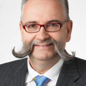 Johannes Vogel ist Generaldirektor des Museums für Naturkunde Berlin und Vorsitzender der Open Science Policy Platform der Europäischen Kommision. Er hat eine Professur für Biodiversität und Wissenschaftsdialog an der Humboldt-Universität zu Berlin inne.