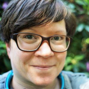 <b>Stefanie Roth</b> ist promovierte Chemikerin mit einem Postgraduierten-Diplom in Wissenschaftskommunikation. Nach über 10 Jahren in der Hochschule ist sie 2013 ins Wissenschaftsmanagement und die Wissenschaftsförderung beim Projektträger Jülich gewechselt, wo sie sich mit Themen der Nachhaltigkeit beschäftigt.