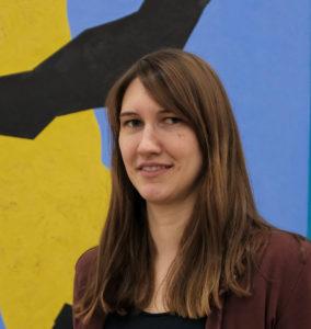 """<b>Susann Kohout</b> ist <a href=""""https://www.tu-braunschweig.de/kmw/team/kohout"""" target=""""_blank"""">wissenschaftliche Mitarbeiterin der Abteilung Kommunikations- und Medienwissenschaften der TU Braunschweig</a>. Sie promoviert dort über Emotionsentstehung in Online-Kommentarspalten und hält Seminare über kommunikationswissenschaftliche Theorien. Foto: Annekathrin Kohout"""