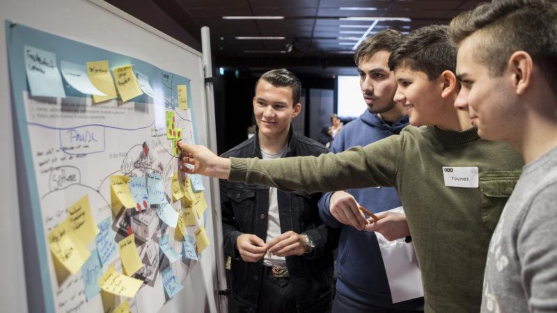 """Was wollen wir entwickeln? Die Ideenfindung steht am Anfang des Hackdays von Make Your School. Foto: Gerhard Kopatz / <a href=""""https://www.wissenschaft-im-dialog.de/"""" target=""""_blank"""">Wissenschaft im Dialog</a>"""
