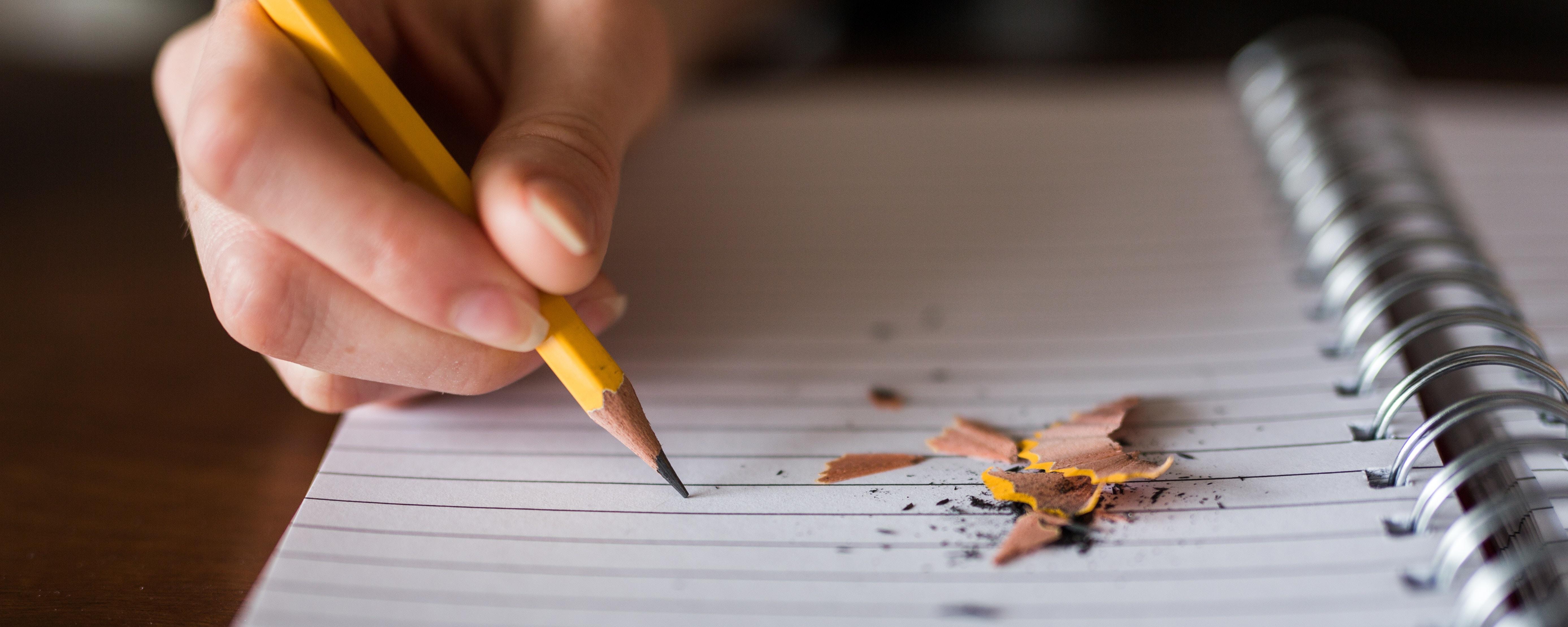 Handschriftliche Notizen auf einem Block