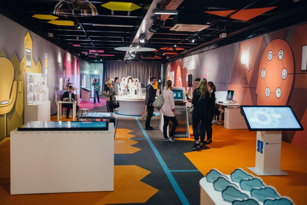 """Die Ausstellung besteht aus 18 Exponaten, die von Wissenschaftseinrichtungen entwickelt wurden. Foto: Ilja Hendel / <a href=""""https://www.wissenschaft-im-dialog.de/"""" target=""""_blank"""">WiD</a>"""