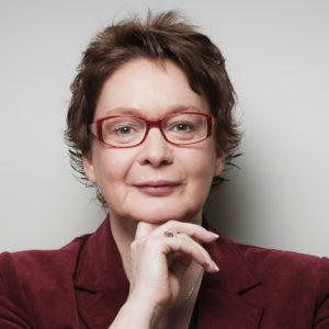<b>Daniela Behrens</b> ist Diplompolitologin und Journalistin. Sie arbeitete als Redakteurin, baute dann die Pressestelle der Hochschule Bremerhaven auf, wechselte 2007 in den niedersächsischen Landtag und war von 2013 bis 2017 Staatssekretärin im Ministerium für Wirtschaft, Arbeit und Verkehr in Niedersachsen. Foto: privat