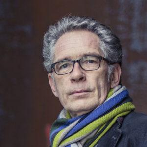 <b>Reinhard Karger</b> studierte theoretische Linguistik und Philosophie in Wuppertal und war dort Assistent am Lehrstuhl Computerlinguistik der Universität des Saarlandes. 1993 wechselte er zum <a href='https://www.dfki.de/web'> Deutschen Forschungszentrum für Künstliche Intelligenz (DFKI)</a> in Saarbrücken. Seit 2000 leitet Reinhard Karger die Unternehmenskommunikation, seit 2011 ist er Unternehmenssprecher des DFKI. Foto: Christian Krinninger