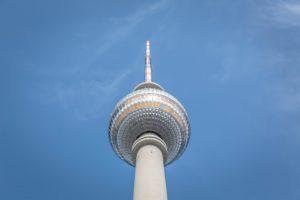 """Berlin Partner für Wirtschaft und Technologie ist die Wirtschaftsförderung Berlins und unterstützt Unternehmen und Investoren bei ihrer Entwicklung am Standort. Die Experten von Berlin Partner informieren über Fördermöglichkeiten, beraten bei der Suche nach qualifiziertem Personal und vernetzen mit Kooperationspartnern aus der Wissenschaft. Berlin Partner ist damit beauftragt, das weltweite Wissenschaftsmarketing für Berlin umzusetzen. Foto: Foto: <a href=""""https://unsplash.com/photos/tQAP92Cpqj4"""">Markus Spiske</a>, <a href=""""https://creativecommons.org/publicdomain/zero/1.0/deed.de"""" target=""""_blank"""" rel=""""noopener"""">CC0</a>"""
