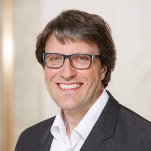 <b>Florian Klebs</b> ist seit 2004 Pressesprecher der Universität Hohenheim in Stuttgart und leitet die Abteilung Hochschulkommunikation, die alle zentralen Kommunikationsaufgaben der Universität bündelt. Bei der Universität Hohenheim handelt es sich um eine stark profilierte Universität mit 10.000 Studierenden und einer besonderen Expertise in Agrar-, Natur-, sowie Wirtschafts- und Sozialwissenschaften. Foto: privat