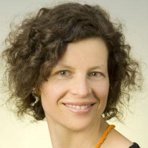 Christiane Hauser ist wissenschaftliche Mitarbeiterin am Institut für Germanistik, Abteilung Wissenschaftskommunikation, des Karlsruher Instituts für Technologie (KIT). Sie ist dort als Koordinatorin für Forschungsprojekte tätig und forscht vor allem über Akteurinnen und Akteure der Wissenschaftskommunikation. Foto: Janusch FotoDesign