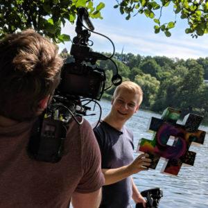 Immer dabei: der bunte #! Das Kampagnensymbol begleitet die YouTuber auf ihrer Deutschlandreise und wird auch an den Veranstaltungsorten in vielfältiger Form und Größe präsent sein. Foto: Max-Planck-Gesellschaft