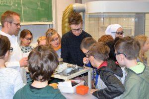 Forschendes Lernen mit den Wissenschaftlern aus dem SFB. Foto: SFB 1232