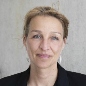 Nicola Kuhrt ist freie Medizin-Journalistin. Sie schreibt für den Stern, die Zeit, Brand eins und Spiegel Wissen. Von 2012 bis 2015 war sie Redakteurin im Ressort Wissenschaft bei Spiegel Online. 2015 war sie Wissenschaftsjournalistin des Jahres. Sie ist Vorstandsmitglied der Wissenschafts-Pressekonferenz und im Redaktionsteam von <i>meta</i>. Foto: Sandra Birkner