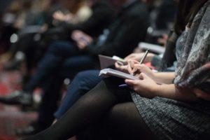 Publikum bei Vortrag