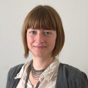 Kathrin Unterleitner hat für das <i>ScienceCenter-Netzwerk</i> (SCN) in Wien Diskussionsspiele mitentwickelt. Seit 2018 arbeitet die Kommunikations- und Kulturwissenschaftlerin bei Imaginary in Berlin und ist dort im Bereich Wissensvermittlung an der Schnittstelle zwischen Mathematik und Kunst tätig. Foto: Maja Toš