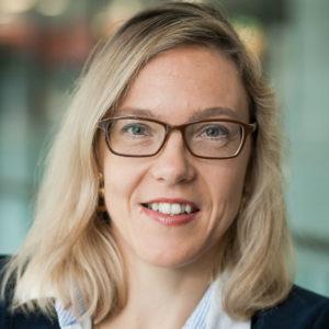 Die studierte Germanistin Sibylle Gaßner ist in der Zentrale der Fraunhofer-Gesellschaft in München in der Hauptabteilung Kommunikation tätig. Sie ist unter anderem für Online- sowie Social-Media-Kommunikation verantwortlich und koordiniert im Jubiläumsjahr 2019 die Messenger-Kampagne »Hallo Joseph! #WHATSNEXT«. Foto: Fraunhofer-Gesellschaft