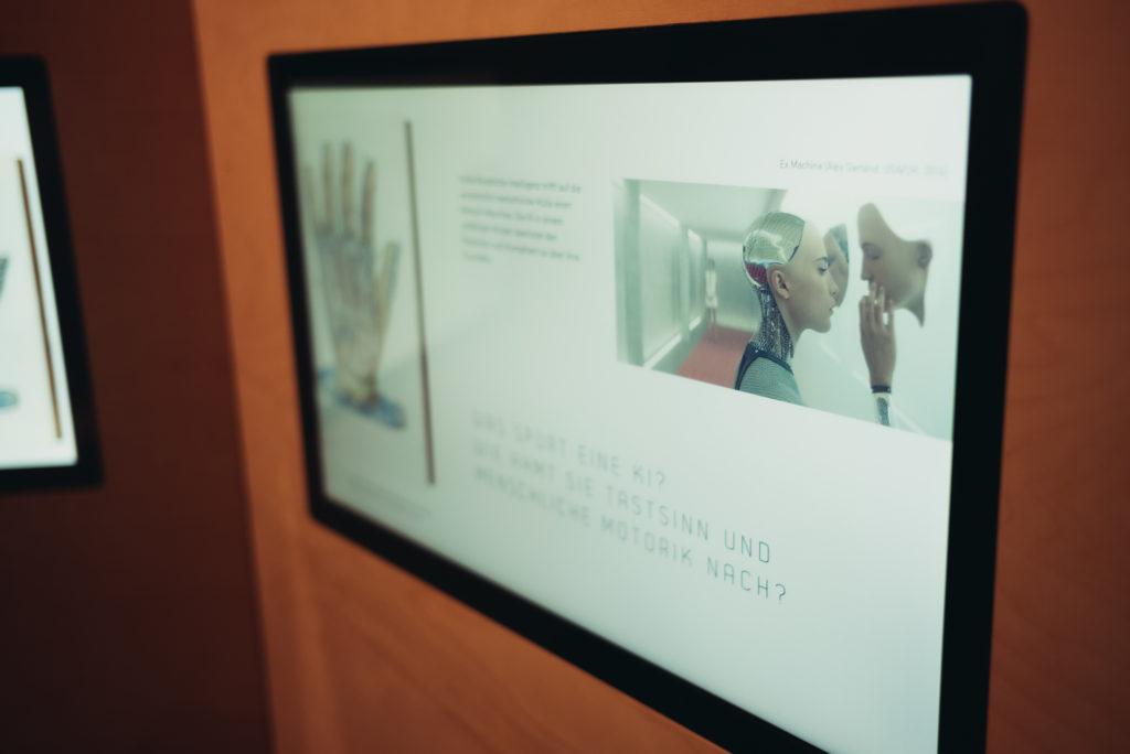 In einer Slideshow informiert das Kunsthistorische Institut Florenz übe ride Zusammenhänge von Kunst und Intelligenz. Foto: Ilja Hendel/WiD