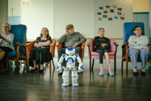 Roboter in einem französischen Altenheim
