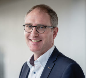 Joachim Wirth ist Psychologe und Professor für Lehr-Lernforschung am Institut für Erziehungswissenschaft der Ruhr-Universität Bochum. Seine Forschungsschwerpunkte liegen in den Bereichen Fächerübergreifende Kompetenzen, computerbasierter Lernumgebungen und Diagnose und Förderung von selbstreguliertem Lernen. Foto: ©RUB, Marquard