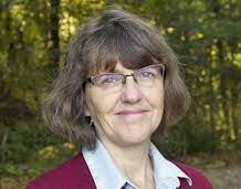 Margaret Rubega ist Professorin für Ökologie & Evolutionsbiologie an der University of Connecticut in den USA und spezialisiert auf die Anatomie und Biomechanik von Vögeln. Sie forscht zudem zum Thema Wissenschaftsvermittlung und gibt Kurse im Bereich der Wissenschaftskommunikation.