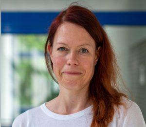 Nicole Krämer ist Professorin für Sozialpsychologie – Medien und Kommunikation an der Universität Duisburg-Essen und leitet das Fachgebiet Sozialpsychologie. Ihre Forschung adressiert sowohl Mensch-Technologie-Interaktion als auch computervermittelte Kommunikation insbesondere über social media. Ein Schwerpunkt der Internet-bezogenen Forschung ist Wissenschaftskommunikation. Sie ist Associate Editor des Journal of Computer Mediated Communication und von Frontiers in Psychology. Foto: Sven Manske