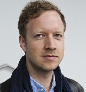 Simon David Hirsbrunner ist Fellow bei Geo.X, dem Forschungsverbund der Geowissenschaften in Berlin-Brandenburg und arbeitet als Postdoc in der Human-Centered Computing (HCC) Research Group am Institut für Mathematik und Informatik an der Freien Universität Berlin. Der Medienwissenschaftler analysiert Online-Debatten zum Klimawandel und anderen Nachhaltigkeits- und Zukunftsthemen. Im Zentrum steht dabei die Rolle von Online-Kommunikation beim Aufbau von Vertrauen in wissenschaftliche Expertise.